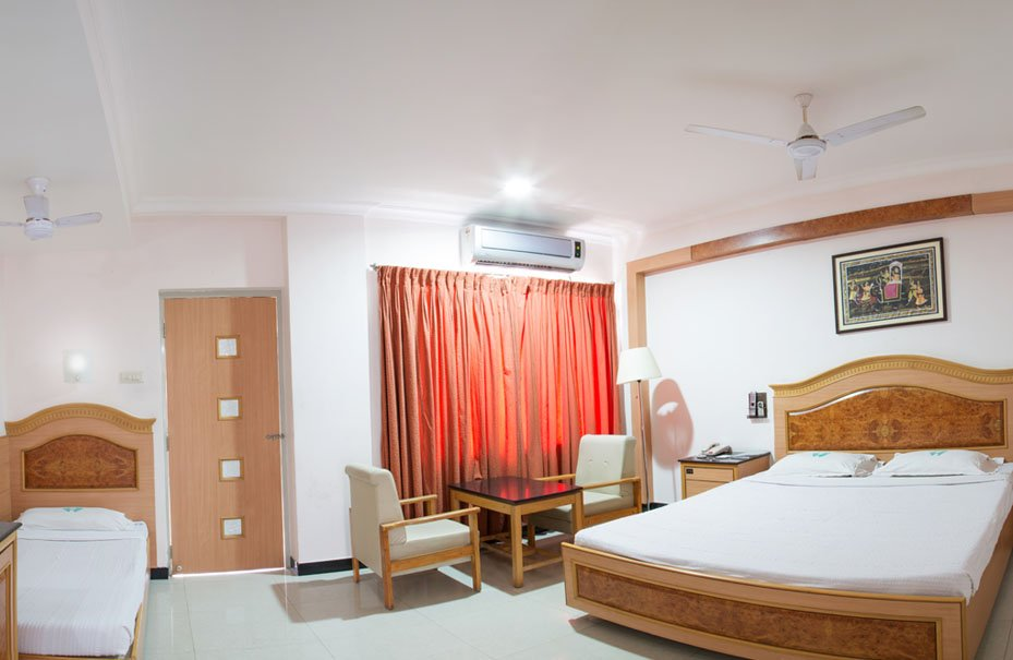 triple bed room Hotel Ramyas Trichy