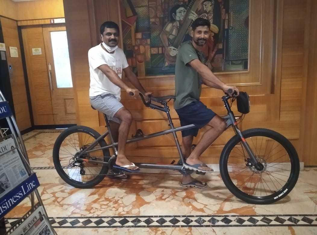 600BRM-Cycling-Team-at-Ramyas-Hotel